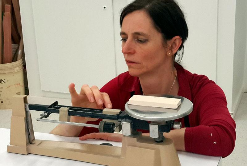 Le cours de Technologie céramique permet à l'élève d'acquérir les notions et les principes régissant la matière.
