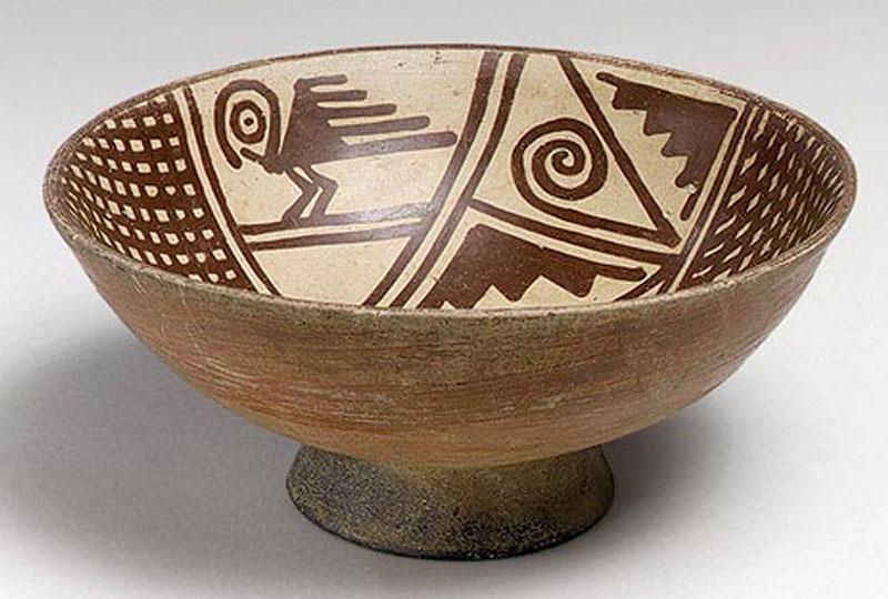 Dans ce deuxième cours d'une séquence de deux, l'élève compare et identifie les principales caractéristiques formelles et techniques de la céramique.