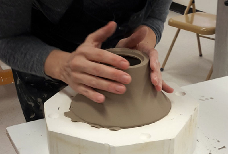 L'élève apprendra à fabriquer un moule à partir d'un modèle.