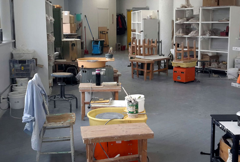 L'atelier Transit permet une transition pour nos finissants à la pratique professionnelle du métier de céramiste.